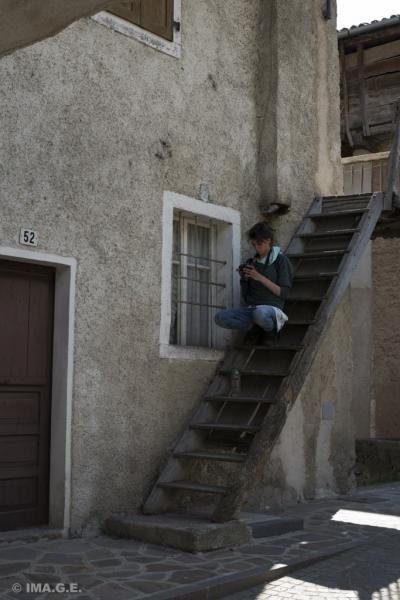 giorgia attenta su quella scala